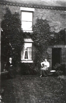 Sarah Downend and Agnes Downend at Woodburn, Leycett ca 1915